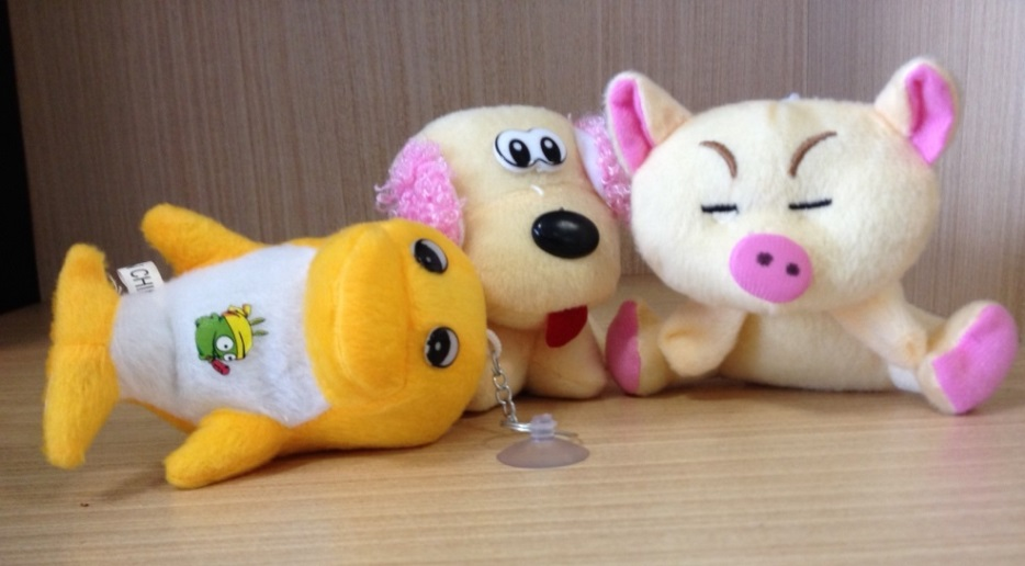 Three various plush toys – unbranded