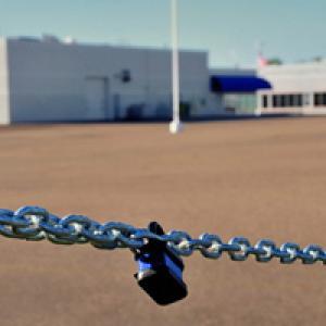 Chain across gate